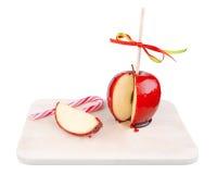 Pomme glacée avec une canne de sucrerie Photo stock