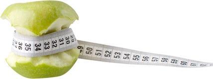 Pomme partiellement mangée avec une bande de mesure - Photos stock