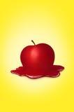 Pomme red delicious sur le fond jaune Photographie stock libre de droits