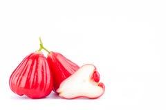 Pomme rose ou fruit rouge de cloche sur la nourriture saine de fruit de pomme rose de fond blanc d'isolement Images libres de droits