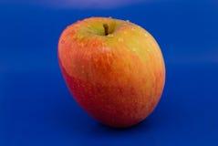 Pomme rouge avec des baisses Photographie stock libre de droits