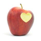 Pomme rouge avec un symbole de coeur Photo stock