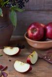 Pomme rouge coupée en tranches Image libre de droits