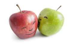 Pomme rouge de baiser de pomme de forgeron de mamie au-dessus du fond blanc Image libre de droits