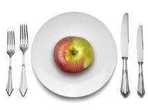Pomme rouge de la plaque blanche avec le couteau et la fourchette, Photos libres de droits