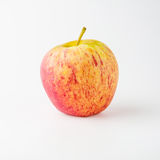 Pomme rouge et jaune d'isolement sur le fond blanc Image libre de droits