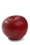Pomme rouge fraîche avec des baisses de l'eau Image stock