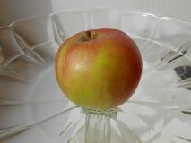 pomme vert rouge du plat images stock
