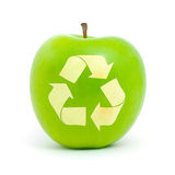 Pomme verte avec un symbole de réutilisation Photographie stock libre de droits