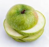 Pomme verte coupée en tranches Images libres de droits