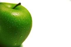 Pomme verte d'isolement sur le fond blanc Image stock