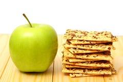 Pomme verte sur la table en bois Photo libre de droits