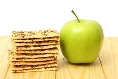 Pomme verte sur la table en bois Photographie stock libre de droits