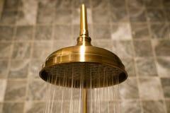 Pommeau de douche en laiton de luxe Images stock