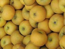 Pommes à vendre sur le marché Photo stock