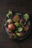 Pommes avec des feuilles Photo stock