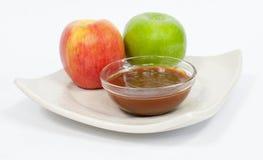Pommes avec le caramel fondu photographie stock