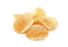 Pommes chips d'isolement sur le fond blanc Image libre de droits