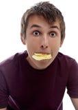 Pommes chips de bouchée de garçon Image stock