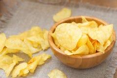 Pommes chips et bière photo libre de droits