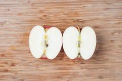 Pommes coupées en tranches Photographie stock libre de droits
