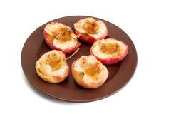 Pommes cuites au four avec du sucre et la cannelle Photographie stock
