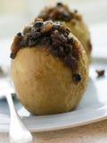 Pommes cuites au four bourrées du pudding de Noël Photographie stock