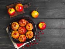 Pommes cuites au four faisant cuire au four en four Photo libre de droits