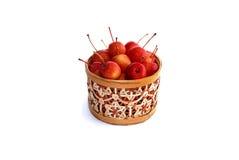 Pommes dans le panier décoratif Photos stock