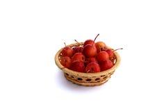 Pommes dans le panier décoratif Photo stock