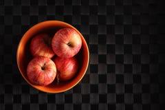 Pommes dans une cuvette photo stock