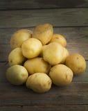 Pommes de terre crues photographie stock