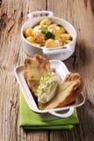 Pommes de terre cuites au four avec de la crème aigre image stock