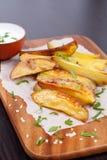 Pommes de terre cuites au four avec des épices Photos stock