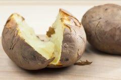 Pommes de terre cuites au four avec la coquille Image libre de droits