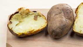 Pommes de terre cuites au four avec la coquille Photos libres de droits