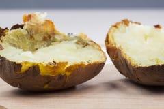 Pommes de terre cuites au four avec la coquille Image stock