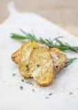 Pommes de terre cuites au four avec le romarin et le parmesan Images stock