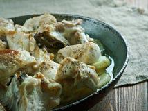 Pommes de terre cuites par Français avec le poulet Image libre de droits