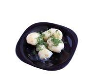 Pommes de terre d'un plat noir. Image stock