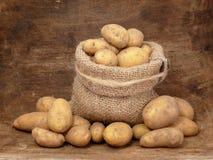 Pommes de terre dans le sac Images libres de droits