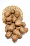 Pommes de terre dans un panier images libres de droits