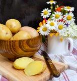 pommes de terre en robe de chambre bouillies leurs Image libre de droits