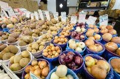 Pommes de terre et oignons photographie stock libre de droits