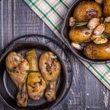Pommes de terre et poulet rustiques de style Photo stock