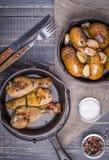 Pommes de terre et poulet rustiques de style Photos stock