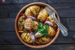 pommes de terre Four-cuites au four de hassleback à l'oignon et au lard Photos libres de droits