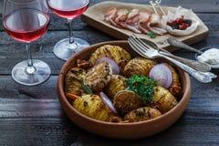 pommes de terre Four-cuites au four de hassleback à l'oignon et au lard Image stock