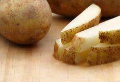 Pommes de terre fraîches de coupure Photographie stock libre de droits
