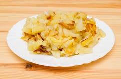 Pommes de terre frites d'un plat blanc Photographie stock libre de droits